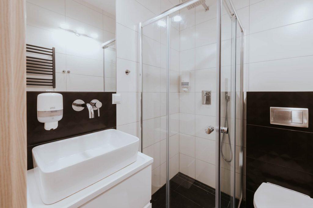 pokój czteroosobowy premium łazienka
