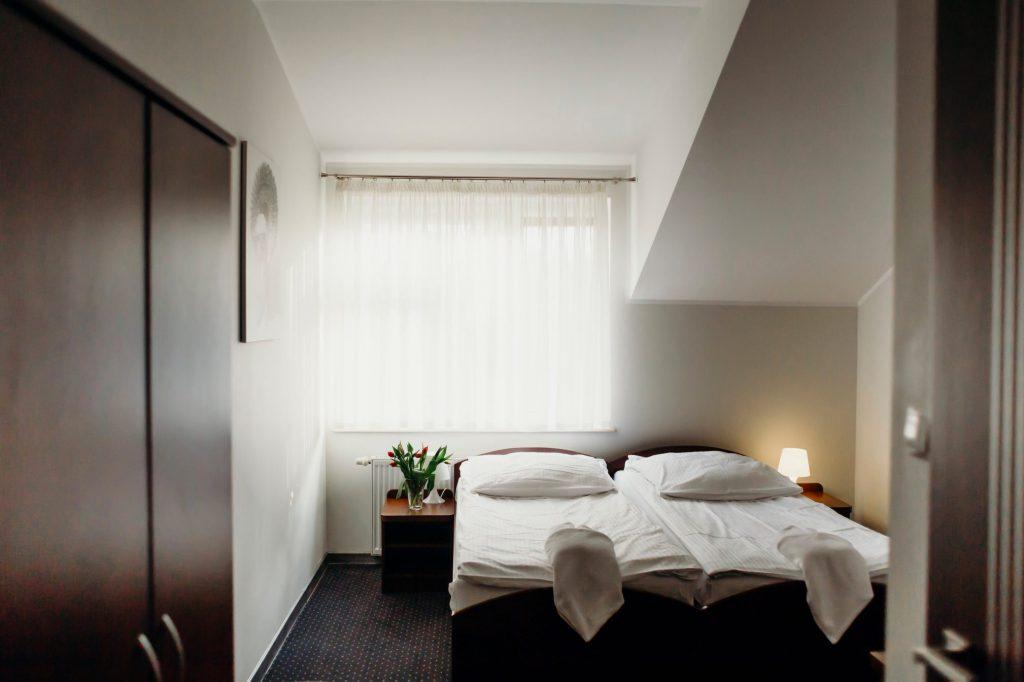 Hotel Villa Leśne Ustronie łóżka pojedyncze szafa