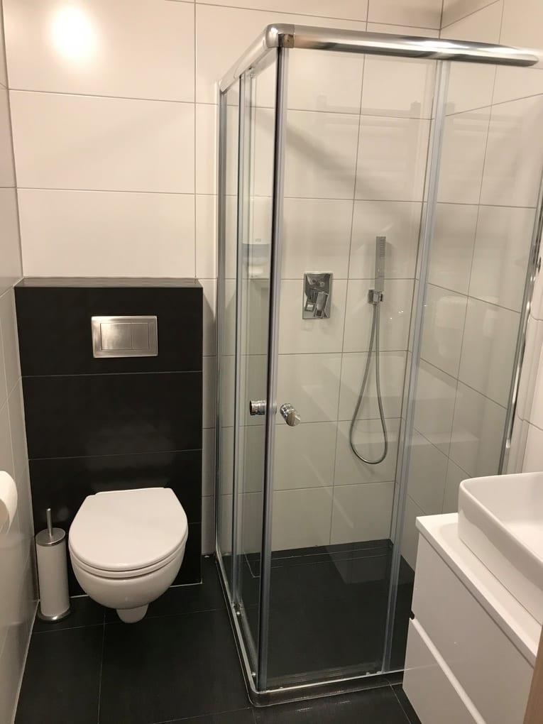 łazienka prysznic i toaleta