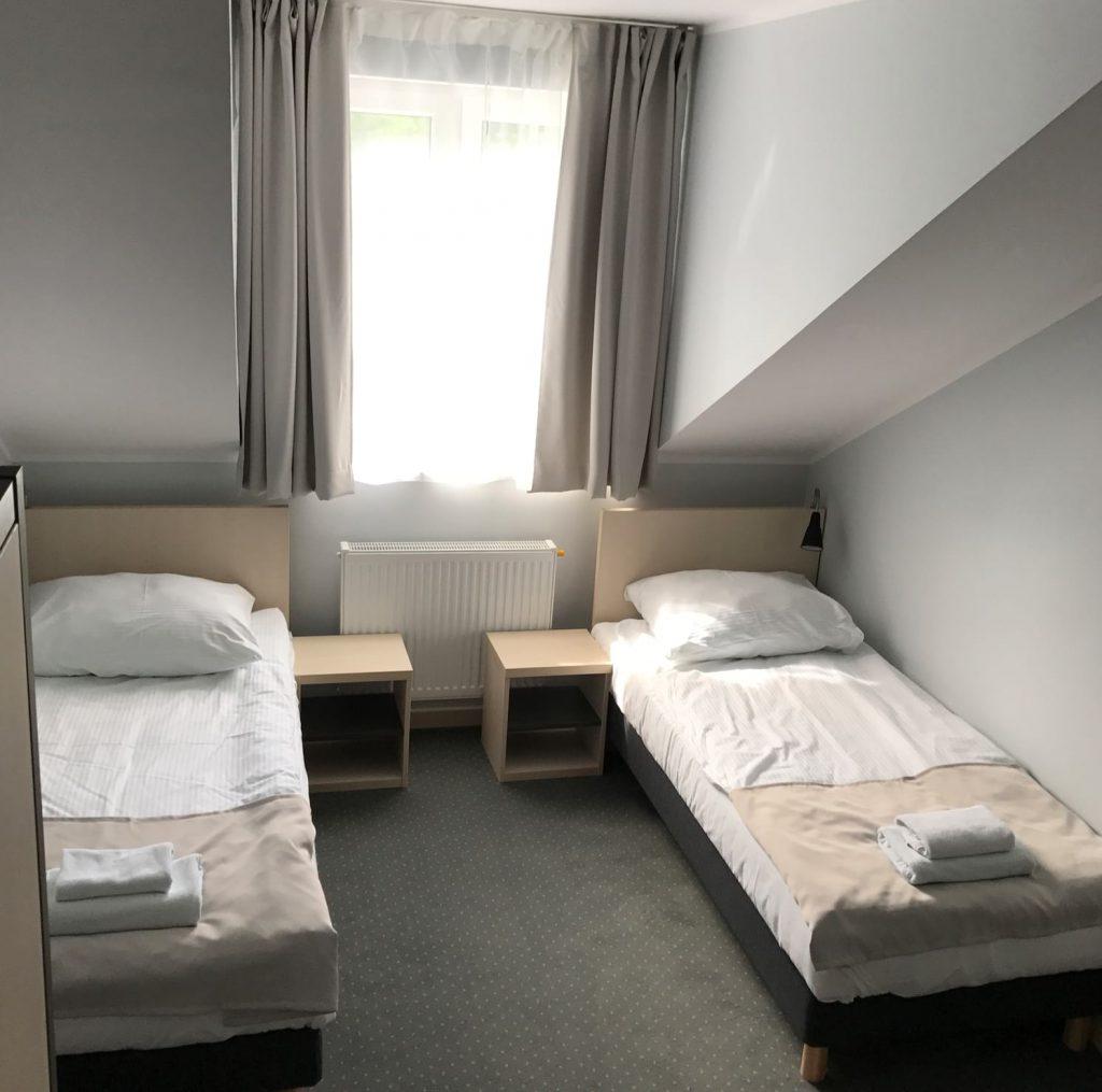 pokój dwuosobowy łóżka pojedyncze